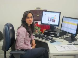 Aline Aguiar trabalha com modernos softwares no MP-RJ para detectar lavagem de dinheiro (Foto: Priscilla Souza/G1)