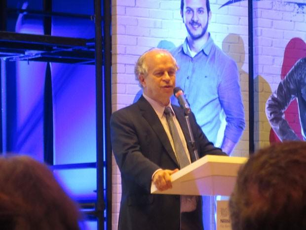 Ministro da Educação, Renato Janine, prestigiou lançamento de projeto para jovens trabalhadores (Foto: Will Soares/G1)