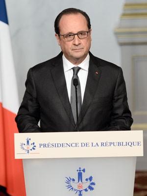 Presidente francês François Hollande em pronunciamento à nação neste sábado  ... eb95e5fcb73f4