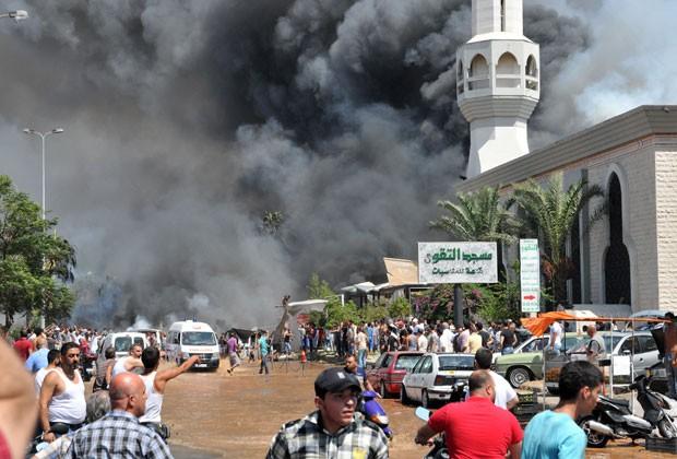 fumaça é vista após explosão em Trípoli (Foto: Ibrahim Chalhoueb/AFP)