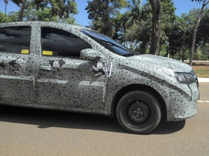 Renault Logan flagra (Foto: André Luiz de Araújo/VC no AutoEsporte)