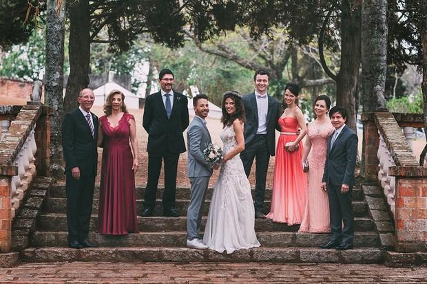 andir Canal (padastro noiva), Marlene Benini (mãe da noiva), Moacir Grillo (pai da noiva), Junior Lima, Monica Benini, Lucas Lima, Sandy, Noely Lima e Xororó (Foto: 18 Elementos/Divulgação)