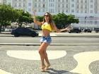 Ana Paula Evangelista confere samba no pé de turistas em Copacabana