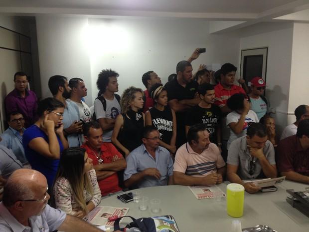 Representantes de movimentos sociais pediram o não aumento da passagem (Foto: Kamylla Lima/G1)
