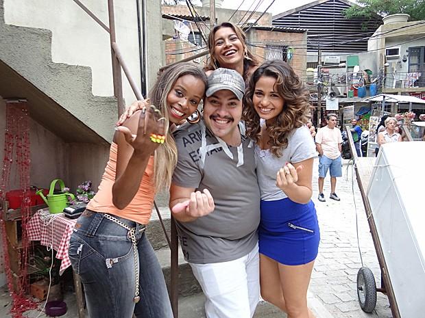 Elenco brinca: 'Vem pro Alemão você também' (Foto: Salve Jorge / TV Globo)