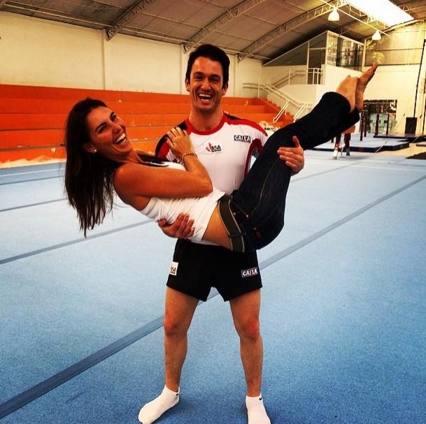 Glenda Kozlowski e Diego Hypolito se divertem após a reportagem (Foto: Reprodução Instagram Glenda Kozlowski)