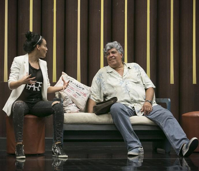 Letícia Lima bate papo com Sidney Magal antes de começar a dançar (Foto: Raphael Dias / Gshow)
