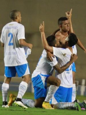 Rômulo comemora gol do Avaí contra o Goiás (Foto: André Costa/Agência Estado)
