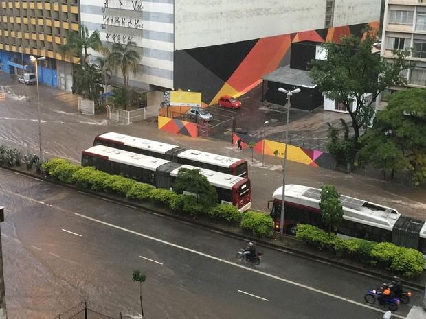 SP chuva Terminal Bandeira alagamento 9 de julho (Foto: Cristiane Moreira/VC no G1)