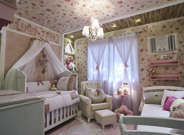Com linhas arredondadas, a cama babá escolhida por Roberta é a modelo Vitória. Assim como os móveis, o enxoval e as letras que formam o nome da bebê estão à venda na Grão de Gente (Foto: Divulgação)