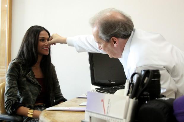 Miss Rio de Janeiro vai a cirurgião, pensa em pôr silicone e mexer no nariz