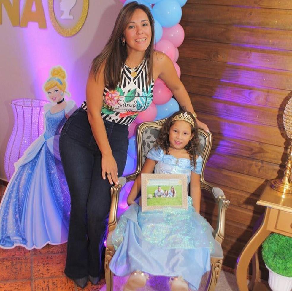 Filha Nina, em festa de cinco anos, é a razão da permanência da viúva de William Thiego em Chapecó (Foto: Arquivo Pessoal)