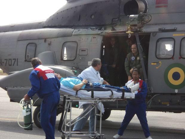 Helicóptero da Marinha resgatou um estrangeiro em Navio a 194 milhas de Cabo Frio, Região dos Lagos (Foto: Divulgação / Marinha)
