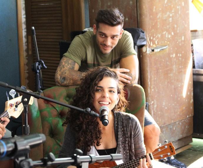 Ciça cantando com Uood pertinho!!!  (Foto: Bruno Cavalieri/Gshow)