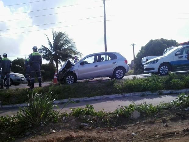 Parte frontal do veículo ficou destruída (Foto: Arquivo Pessoal/Yuri Pacheco)