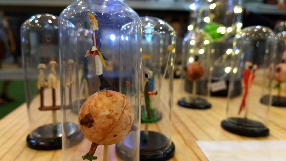 Pequeno Príncipe é um dos personagens retratados na obra do artesão (Foto: Penélope Araújo/G1)