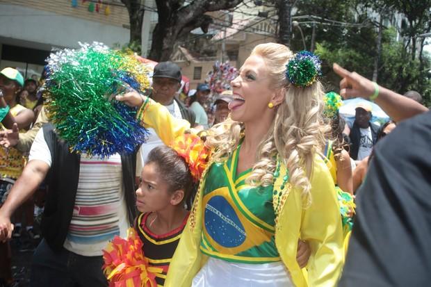 Trio de Carla Perez no carnaval de Salvador, Bahia (Foto: Wallace Barbosa e JC Pereira e Vinicius Eduardo/AgNews )