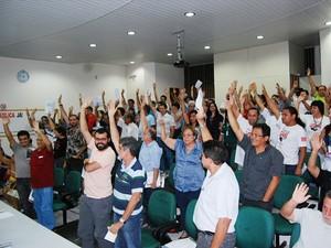 Professores aprovaram a continuidade da greve (Foto: Divulgação/Adua)