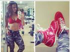 Viviane Araújo exibe a barriga sarada no espelho da academia