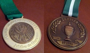 Medalhas comemorativas da Copa Rio 1951 (Foto  Arquivo Pessoal   Richard  Petrocelli) 5ad7eccc7f6cc