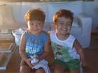 Filho de Juliana Paes posa com amigo e mãe tieta: 'Crianças gostosas'
