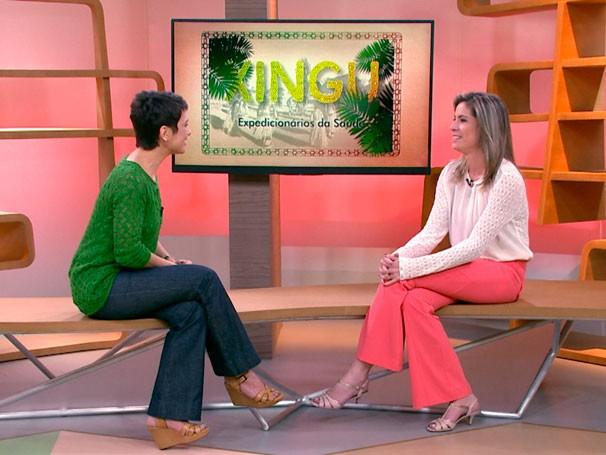 Repórter Mariane Salerno conversa com Sandra Annenberg sobre a série Xingu: Expedicionários da Saúde  (Foto: Reprodução)