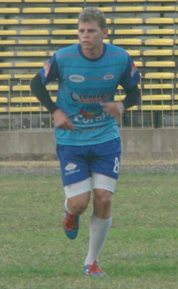 Jonas, volante do Piauí (Foto: Flávio Meireles/GLOBOESPORTE.COM)