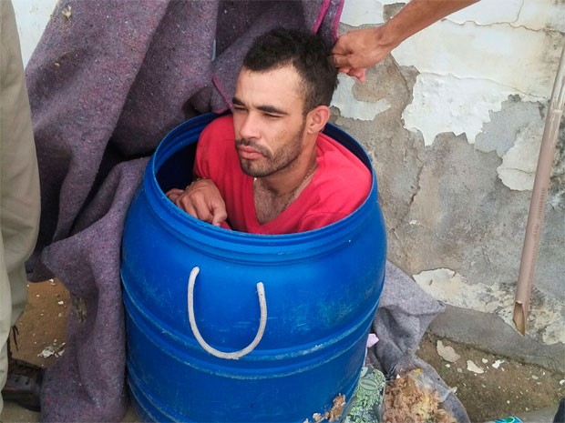 Detento é flagrado ao tentar fugir de presídio em tonel de lixo na Bahia (Foto: Divulgação/Sinspeb-BA)