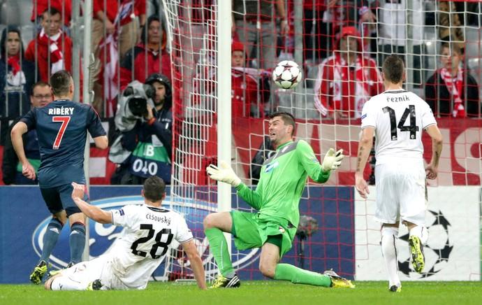 Ribery comemoração Bayern de Munique contra Viktoria Liga dos Campeões (Foto: AP)