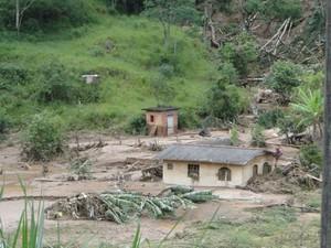 Córrego Dantas, em Nova Friburgo, após os deslizamentos (Foto: Fabiane Pontes/VC no G1)
