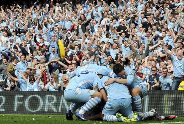 Manchester City comemorando contra o Queens Park Rangers (Foto: EFE)