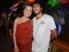 Grávida, Bruna Hamú curte Carnaval de Trancoso com o namorado