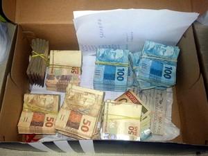 Polícia apreendeu R$ 56 mil no laboratório irregular em Conchal (Foto: Polícia Civil/Divulgação)