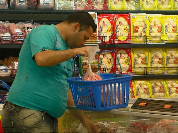 Preço da cesta básica caiu em quatro cidades da região de São Carlos (Foto: Cesar Fontenelle/EPTV)