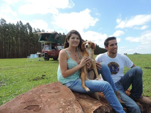 Casal levará Mufa na viagem até a bahia (Foto: Ana Carolina Levorato/G1)