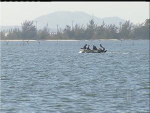 Pesca está proibida na Lagoa de Araruama, RJ, a partir desta quinta-feira (1) (Foto: Reprodução Intertv)