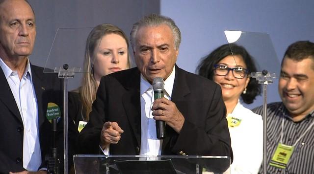 PMDB adia por um mês decisão sobre rompimento com governo