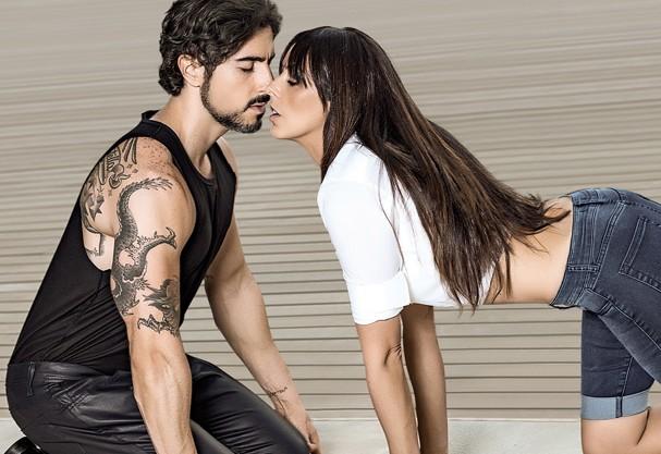 Casais famosos reproduzem cenas dos beijos mais icônicos do cinema e contam  como o romance começou - Revista Glamour   Hot news