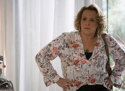 Néia dá ataque ao flagrar Léo e Manu juntos: 'Essa menina me faz ter saudades da Diana'