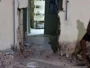 Agência dos Correios da cidade de Lajes Pintadas foi arrombada (Foto: Divulgação/PM)