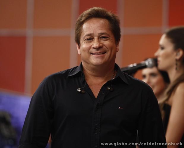 Leonardo canta no palco do Caldeirão (Foto: TV Globo/ Caldeirão)