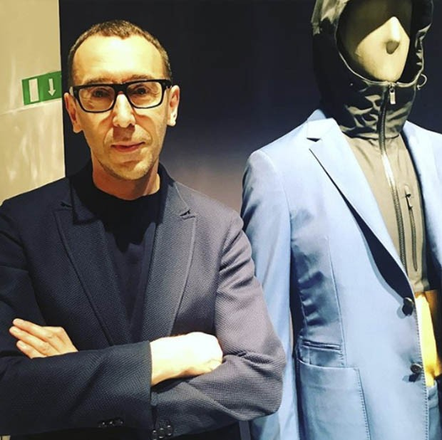 So Alessandro Sartori, the creative director at Ermenegildo Zegna, is explaining to me that a WOOL suit is perfect for the ZZegna line because you can drop it in the washing machine! (Foto: @SUZYMENKESVOGUE)