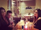 Nicole Bahls posta foto com Marrone e seguidores perguntam: 'Tá rolando?'