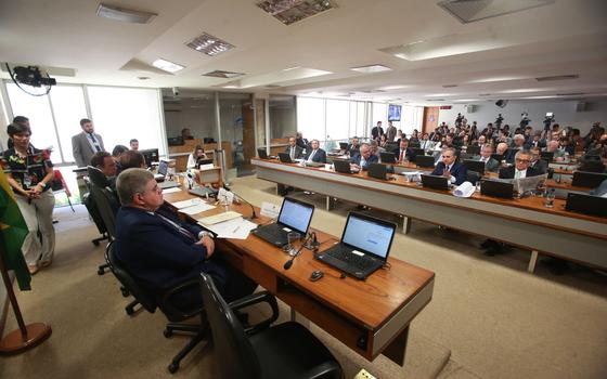 O deputado Carlos Marun (esq),relator,em sessão da CPMI da JBS (Foto:  ANDRÉ DUSEK/ESTADÃO CONTEÚDO)