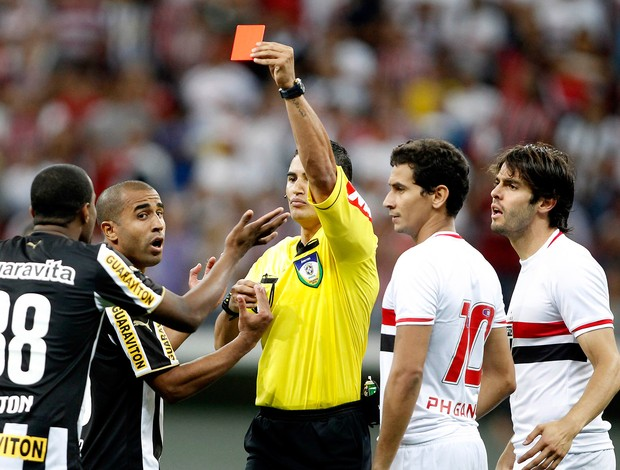 Airton cartão expulsão Botafogo x São Paulo (Foto: Adalberto Marques / Ag. Estado)