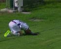 """Marcos Junior leva empurrão de leve, e reação surpreende: """"Tiro no peito?"""""""