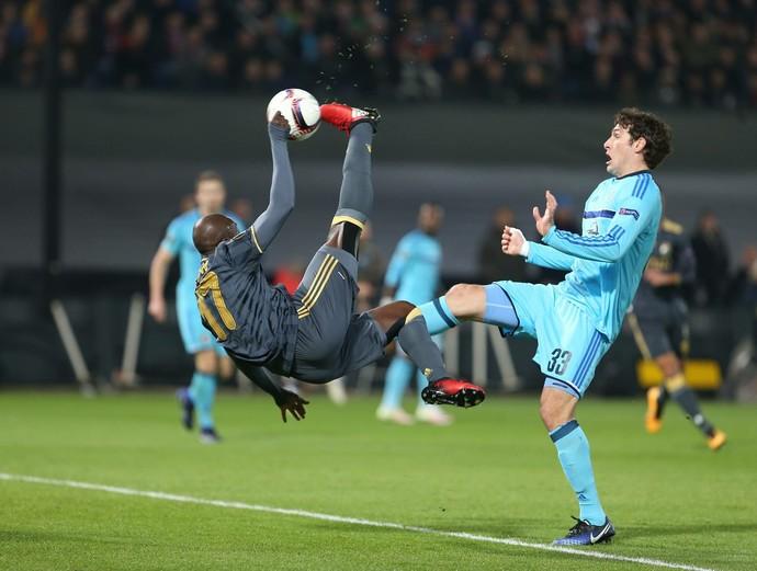 Moussa Sow, Feyenoord x Fenerbahçe (Foto: Twitter / @Fenerbahce)