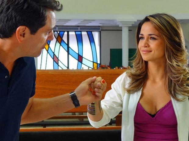 Morena fica emocionada com a declaração de Théo (Foto: Salve Jorge/TV Globo)