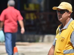 Agente da Emdec em Campinas, SP (Foto: Lucas Jerônimo/G1)
