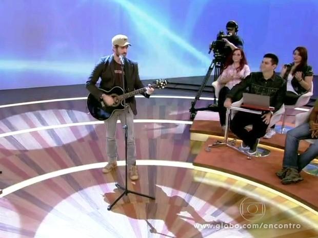 Eriberto Leão solta a voz no palco do Encontro (Foto: Encontro com Fátima Bernardes/TV Globo)